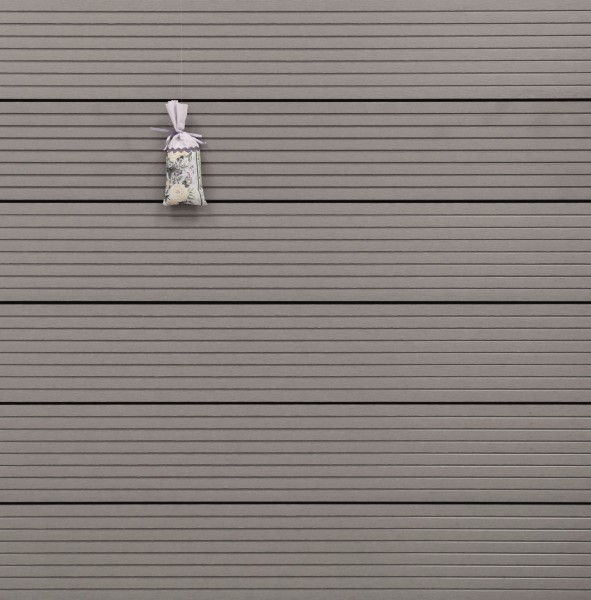WPC Terrassendielen Hohlkammer, Oberfläche grob genutet, Farbton hellgrau, 22 x 146 bis 4800 mm für 5,30 €/lfm