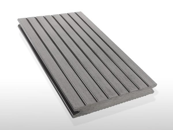 WPC Terrassendielen massiv, Oberfläche grob genutet, Farbton hellgrau, Vollprofil, 22 x 143 bis 4800 mm für 7,90 €/lfm