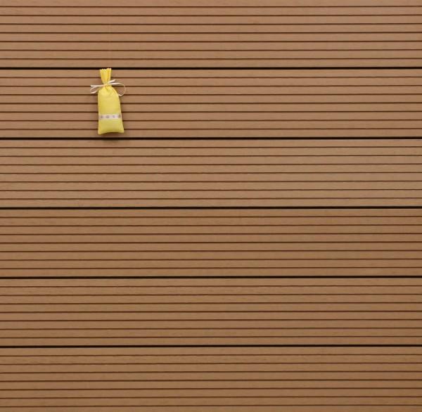 WPC Terrassendielen massiv, Oberfläche grob genutet, Farbton hellbraun, Vollprofil, 22 x 143 bis 4800 mm für 8,95 €/lfm