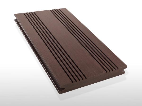 WPC Terrassendielen massiv, Oberfläche mit französischem Profil, Farbton dunkelbraun, Vollprofil, 22 x 143 bis 4800 mm für 7,90 €/lfm