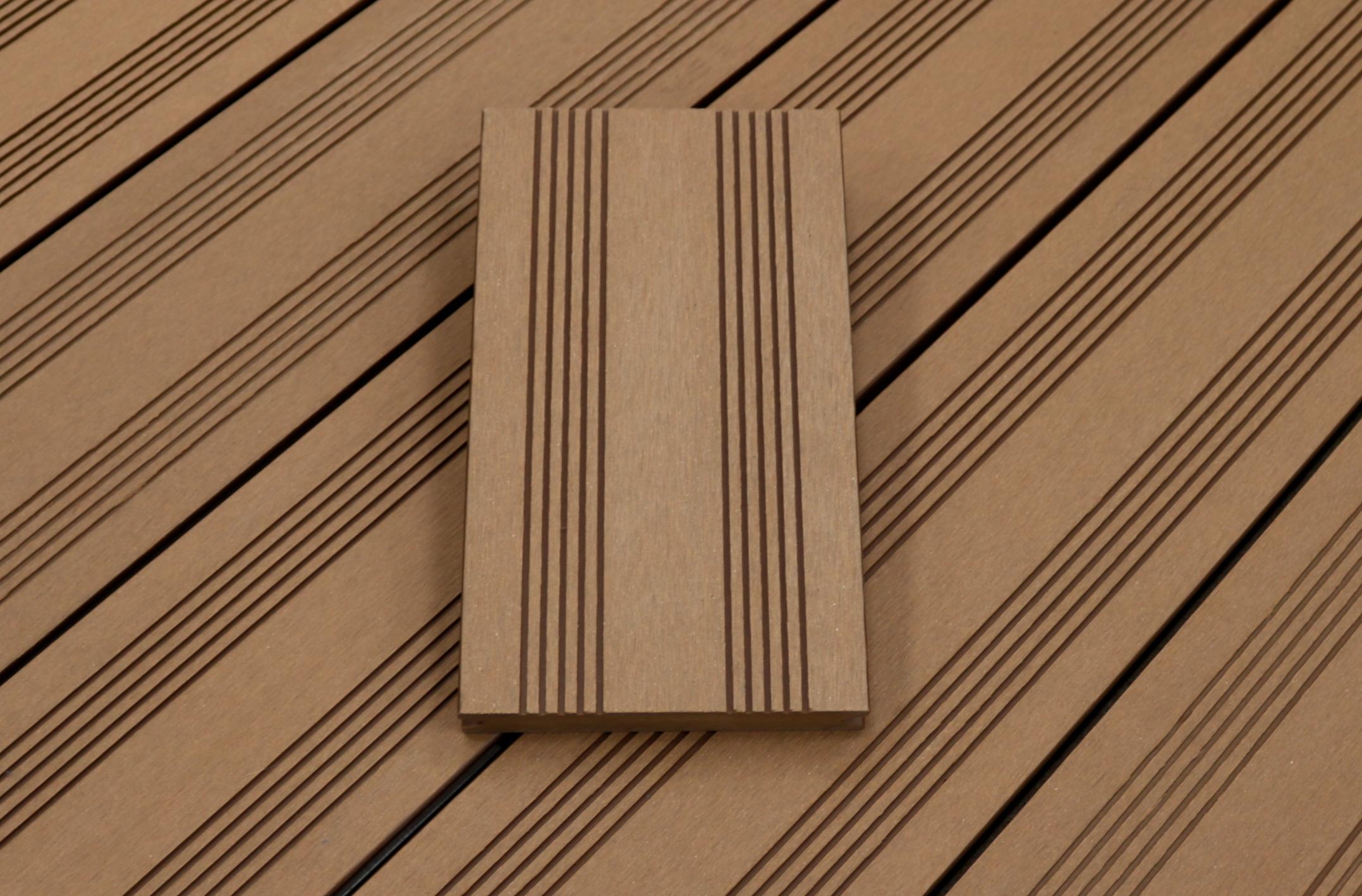 WPC Terrassendielen massiv, Oberfläche mit französischem Profil, Farbton hellbraun, Vollprofil, 22 x 143 bis 4800 mm für 7,95 €/lfm