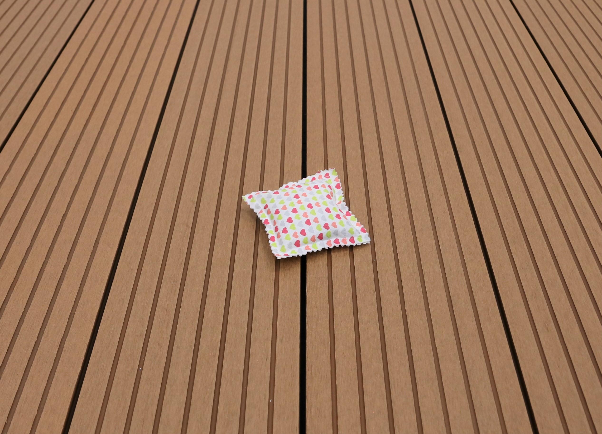 WPC Terrassendielen Hohlkammer, Oberfläche grob genutet, Farbton hellbraun, 22 x 146 bis 4800 mm für 5,30 €/lfm