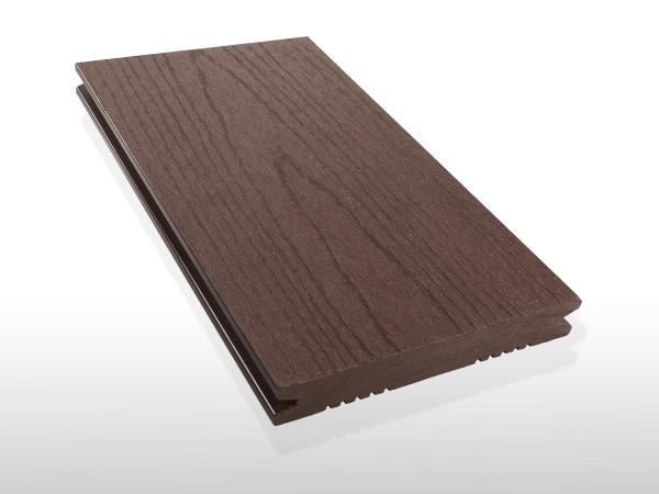 WPC Terrassendielen massiv, Oberfläche mit Struktur in Holzoptik, Farbton dunkelbraun, Vollprofil, 22 x 143 bis 4800 mm für 7,90 €/lfm