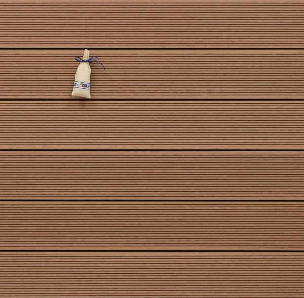 Restposten WPC Terrassendielen massiv, Oberfläche fein gerillt, Farbton hellbraun, Vollprofil, 22 x 143 bis 4800 mm für 8,95 €/lfm