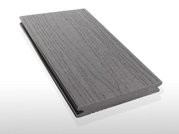 WPC Terrassendielen massiv, Oberfläche mit Struktur in Holzoptik, Farbton hellgrau, Vollprofil, 22 x 143 bis 4800 mm für 7,90 €/lfm