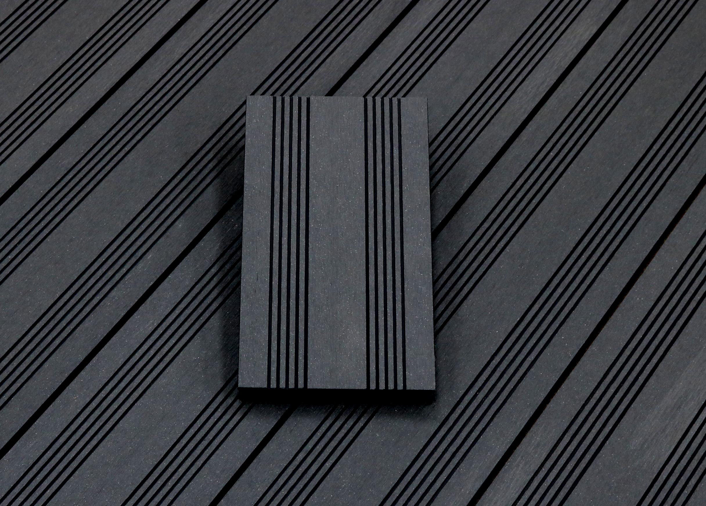 WPC Terrassendielen massiv, Oberfläche mit französischem Profil, Farbton dunkelgrau, Vollprofil, 22 x 143 bis 4800 mm für 7,95 €/lfm